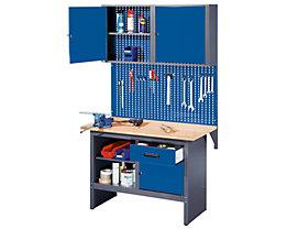 Eine Komplett-Werkbank inklusive Aufbaugestell, Lochwand und Hängeschrank.