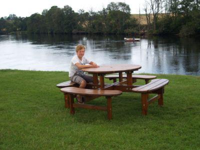 Gruppensitzbank, rund - Tisch-Ø 1100 mm honigbraun