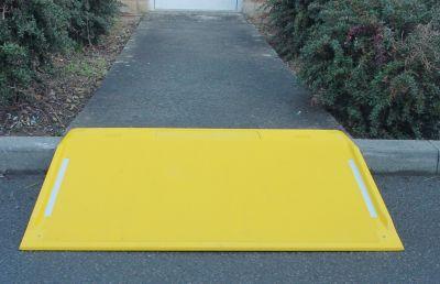 Bordsteinrampe - aus Kunststoff (GFK) gelb