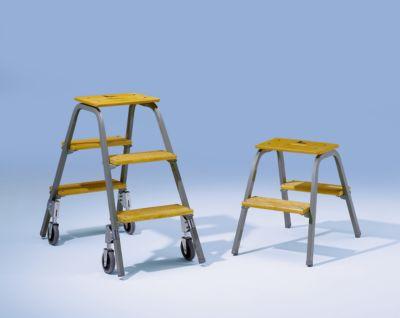 Stahlrohr-Tritt mit Holzstufen - mit 4 Bremsrollen