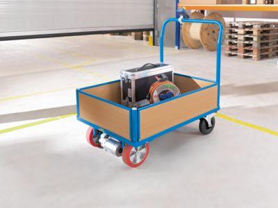 EUROKRAFT ACTIVE GREEN Plattformwagen mit Holzwänden - mit 4 halbhohen Wänden und Kompakt-Elektromodul, Vollgummireifen