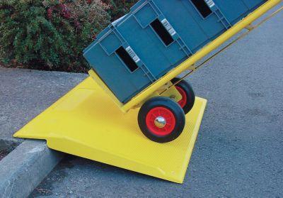 Bordsteinrampe - aus Kunststoff (GFK) - gelb