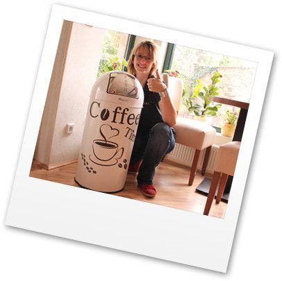 Inhaberin des Bistro No.1 Artern mit HIPPO Push-Abfallsammler